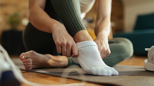 防臭袜:利用抗菌和气味捕捉技术重新定义洁净